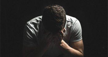 Muškarac u kavezu depresije