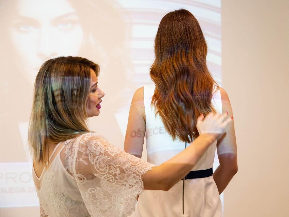 Sanja Penava prezentira proizvod na modelu