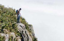 muškarac na planini