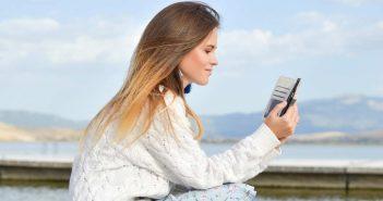 zena s mobitelom