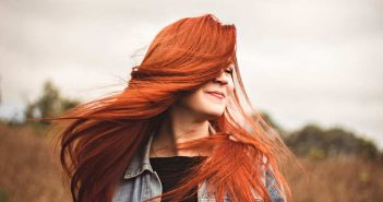 crvenokosa zena