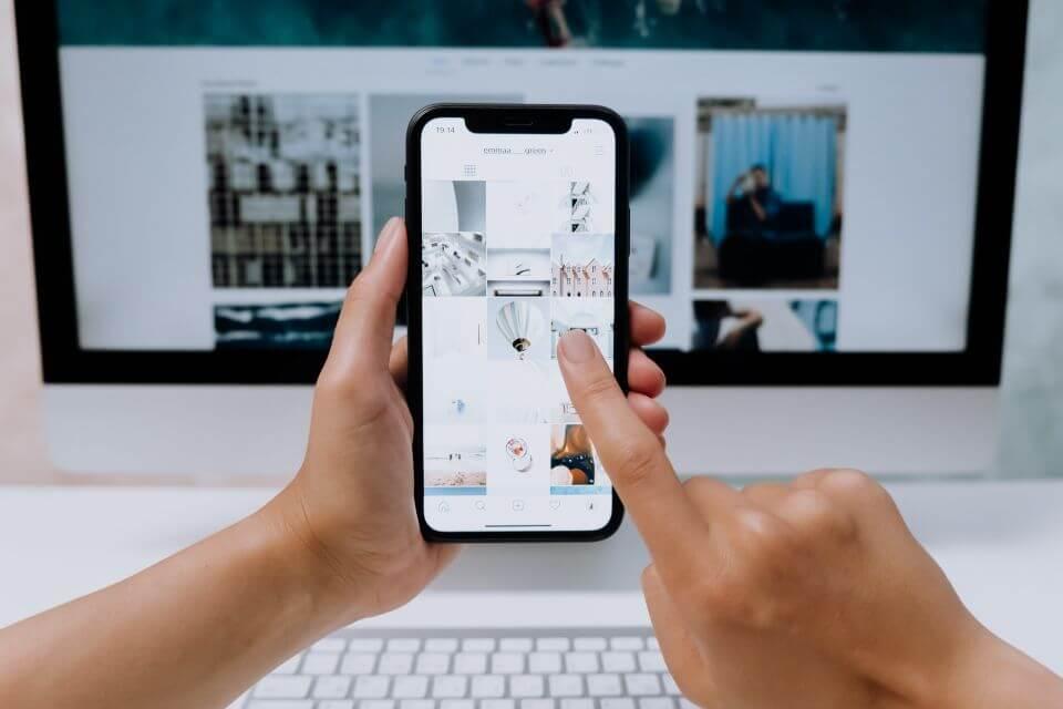 15 besplatnih top online alata za uspjesnije poslovanje, zena tipka na mobitelu