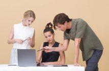 imate li osobine i karakteristike uspjesnih poduzetnika, dvije zene i muskarac analiziraju