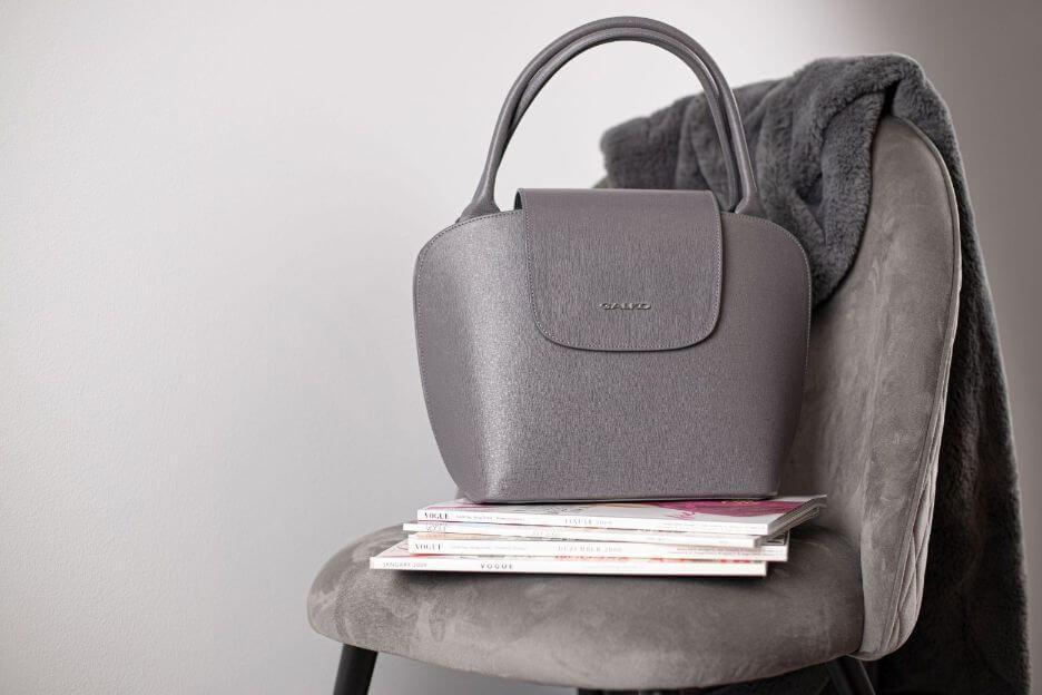 siva galko kožna torba, elegancija, kvaliteta i zanimljiv dizajn